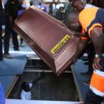 Robert Mugabe enterré dans un cercueil en acier recouvert de béton
