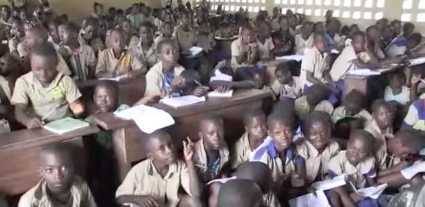 Brazzaville Une classe avec 398 élèves