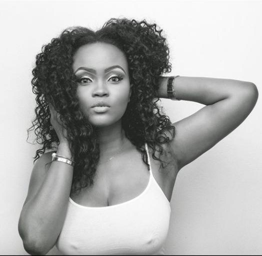 Les mamelons de Maureen Esisi se démarquent alors qu'elle revient sans soutien-gorge dans un débardeur moulant des mois après sa séparation de son mari Blossom Chukwujekwu