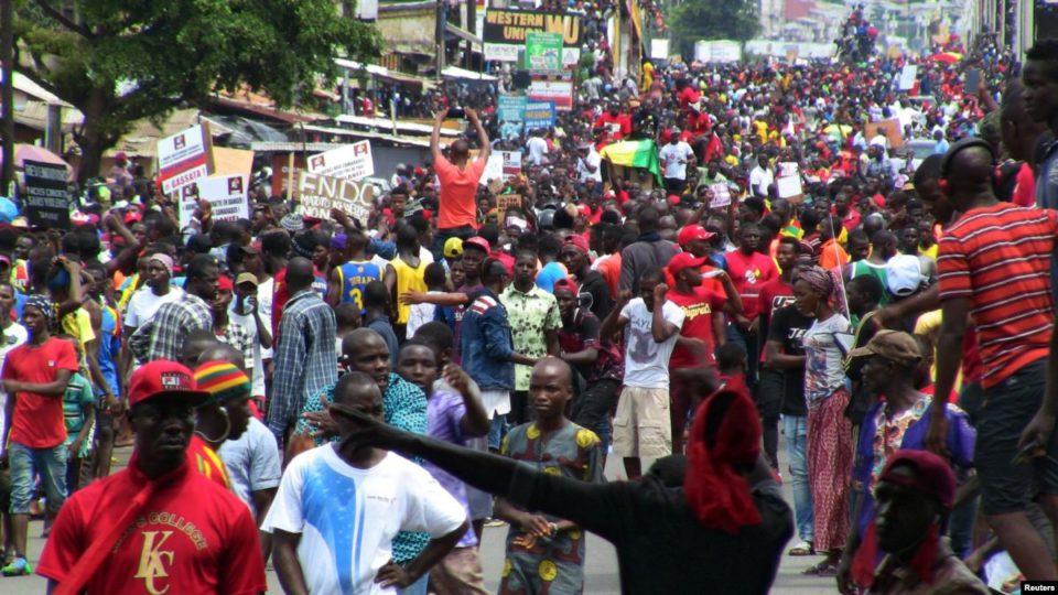 Guinée un jeune tué lors de la grande manifestation anti-Condé ce lundi à Conakry