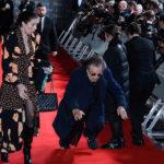 L'acteur Al Pacino 79 ans tombe sur le tapis rouge à son arrivée aux BAFTA (Photos)