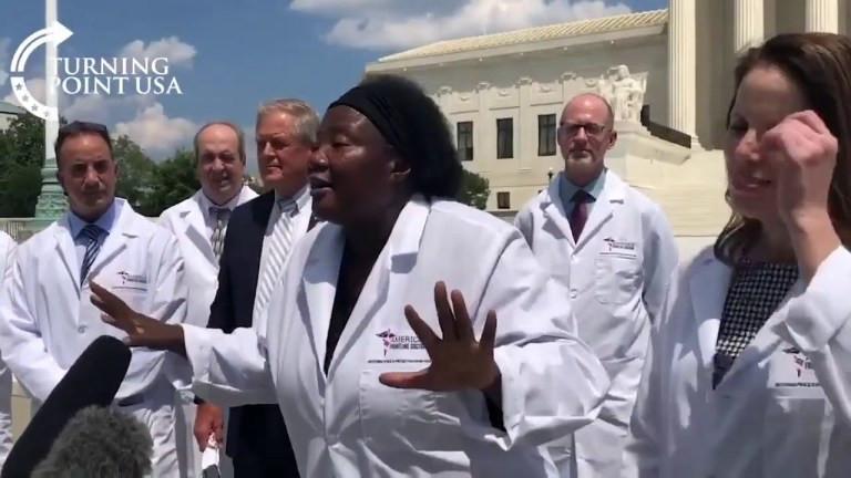 Dr Stella Immanuel, Un médecin basé aux États-Unis insiste sur le fait que l'hydroxychloroquine guérit le COVID-19 et accuse les médecins et les sociétés pharmaceutiques de dissimulation (vidéo)
