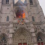 un incendie en cours dans la cathédrale de Nantes