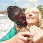 Une Britannique de 68 ans raconte comment son amoureux ghanéen l'a arnaquée