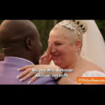 """""""Obéissez à qui?"""" Angela de 90 Day Fiancé demande lors de son mariage avec Michael alors que le pasteur lui a demandé de dire """"de t'aimer et de t'obéir"""" pendant ses vœux (vidéo)"""