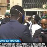 Des Sud-Africains manifestent pour exiger que les Nigérians et les Zimbabwéens quittent le pays (vidéo)