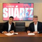 L'Atletico Madrid termine la signature de l'attaquant Luis Suarez de Barcelone pour seulement 5,5 millions de livres sterling