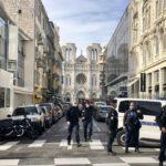 Trois personnes sont mortes et plusieurs autres ont été blessées jeudi à Nice après une attaque au couteau à la basilique Notre-Dame.