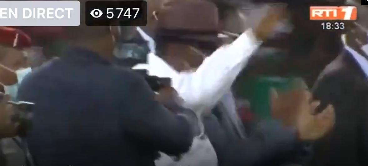 Côte d'Ivoire - Inauguration du stade Ebimpé: Tellement heureux le président ivoirien exécute des pas de danses