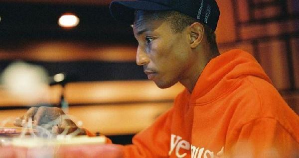 Pharrell Williams lance l'initiative `` Black Ambition '' pour investir dans les entrepreneurs noirs et Latinx