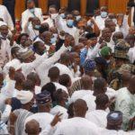 Ghana: des scènes de chaos ont éclaté dans l'enceinte du parlement, l'armée est intervenue (vidéo)