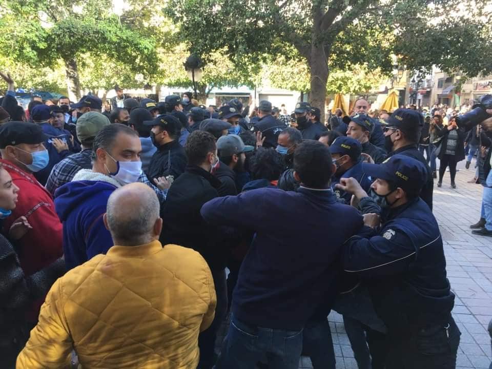 Tunisie: Une manifestation dispersée au gaz lacrymogène à l'avenue Bourguiba