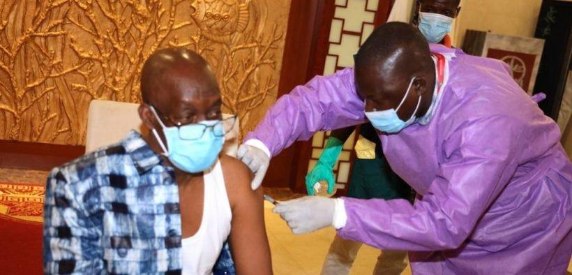 Guinée: Le ministre de la Défense rejette le vaccin Pfizer prend celui Russe SputnikV