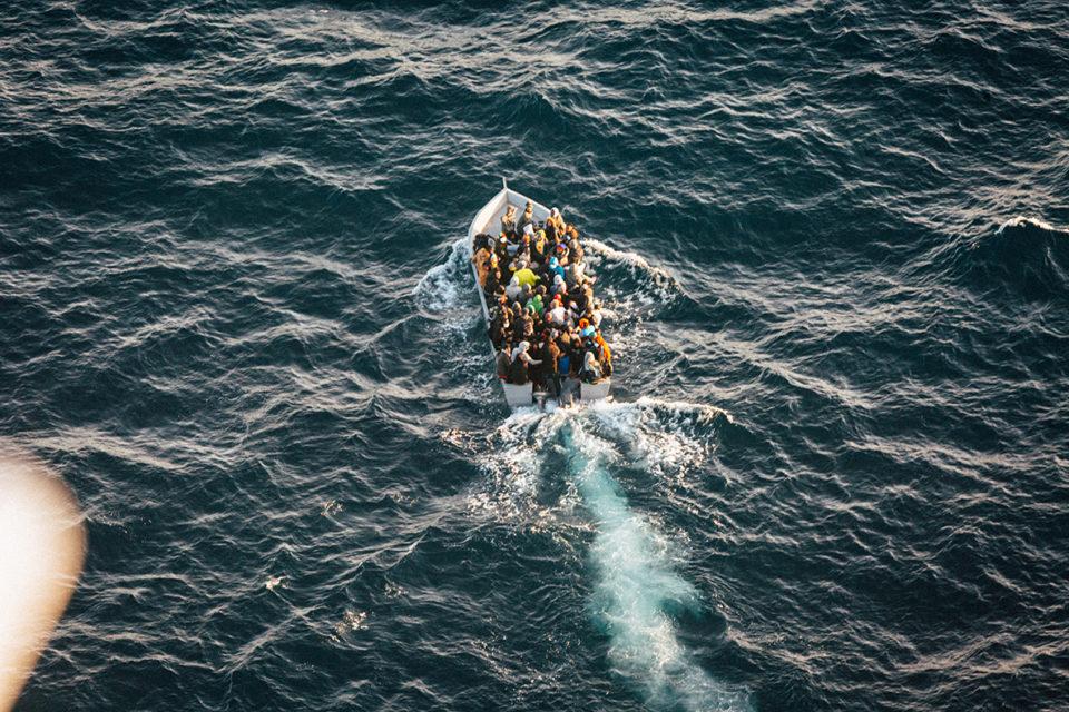 Plus de 1000 réfugiés ont tenté de fuir la Libye par la mer en 24 heures