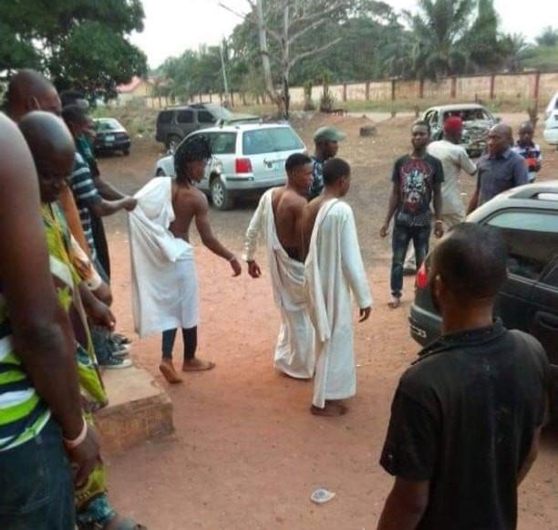 Nigeria - Trois jeunes hommes surpris en train de tenter d'utiliser une fille pour un rituel à Edo