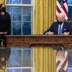 Le président Biden signe des décrets en matière d'immigration et met en place un groupe de travail pour réunir les familles séparées