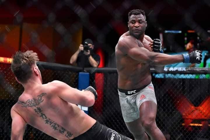 MMA: Francis Ngannou met KO Stipe Miocic et devient champion UFC