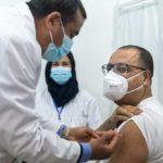 Tunisie : Le Chef du gouvernement Hichem Mechichi se fait vacciner