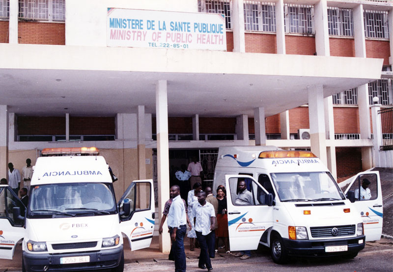Samuel Eto'o fait un don de 10 ambulances à son pays le Cameroun d'une valeur de 400 millions de francs CFA