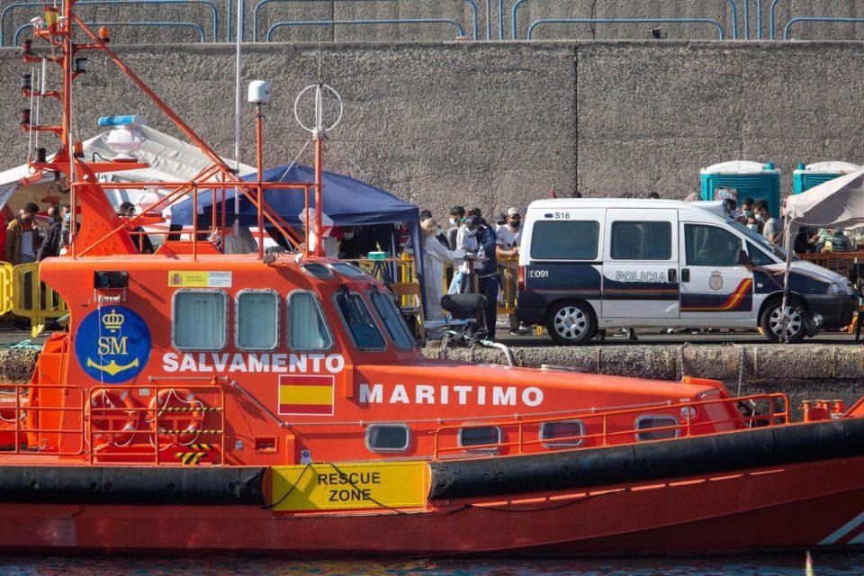 Naissance d'un bébé à bord d'un bateau de migrants