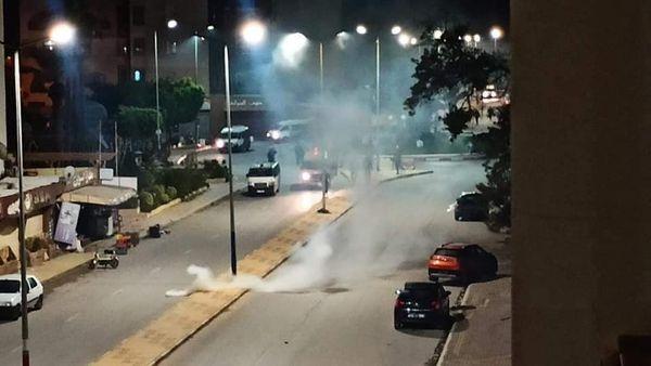Tunisie - Monastir: Affrontement entre des manifestants et des forces de l'ordre après l'arrestation d'un basketteur pour infraction du couvre-feu (photos)
